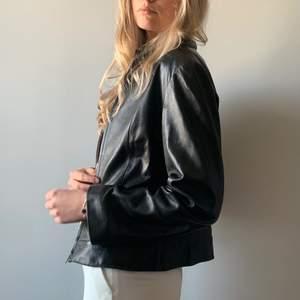 Köp på hemsidan: www.mosh-clothing.com