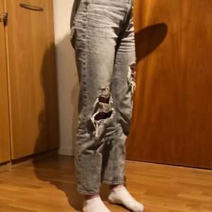 H&M jeans, väldigt nya ny pris 400 kr inte använda så mycket, säljer för att jag gillar inte hur dom sitter på mig.
