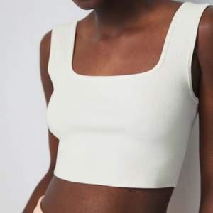 Topp/linne från H&M, stretchigt & mjukt material. Endast använd en gång, skriv vid intresse 😇💘