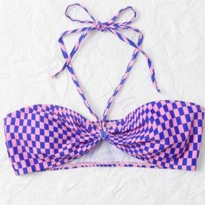 """nyligen köpt bandeau bikiniöverdel från shein, endast provad. band medföljer som man kan använda på olika sätt (""""rätt"""" sätt på första bilden) eller utan helt! ☺️ Storlek XS o passar mig som vanligtvis har det, frakt står köpare för 💕"""