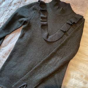 Vacker glittrig tröja från second Female som köptes för ca 1000kr som är extremt sparsamt använd🧸✨❤️