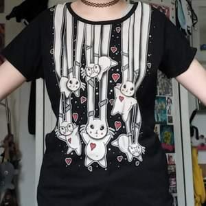Söt tröja från Cupcake Cult med kaniner på. Knappt använd, som ny. Inga skador/fläckar. BETALNINGSMETOD: SWISH. PÄLSDJUR I HEMMET!
