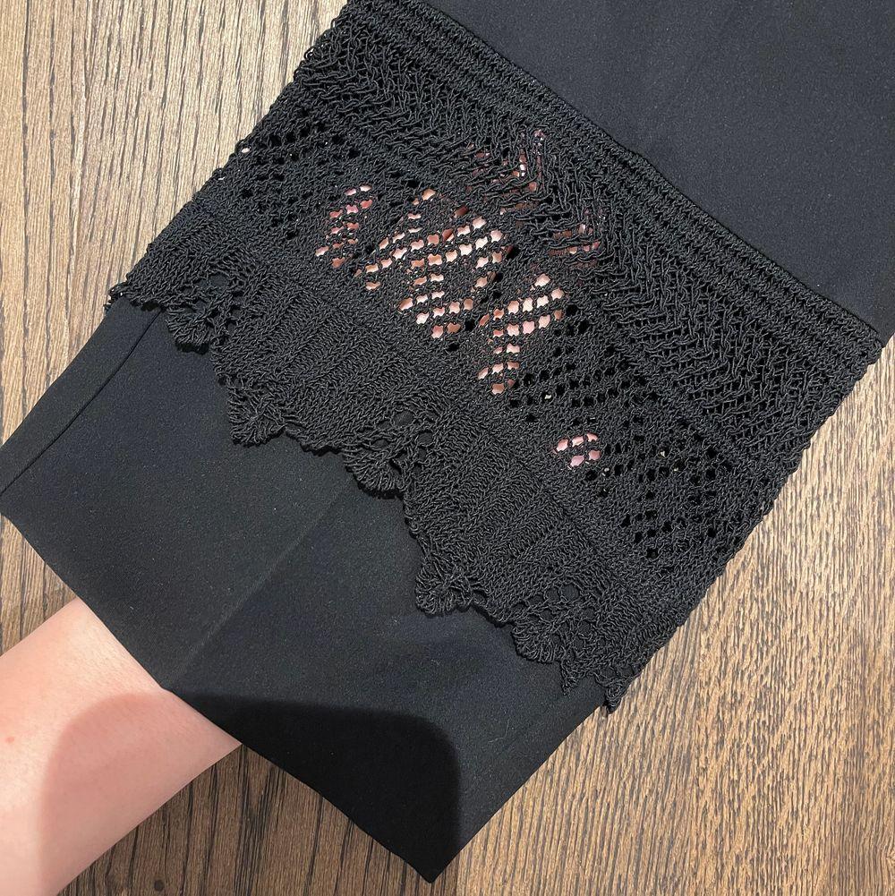 Superfin byxa från Marccain, storlek XS/S. Använda fåtal gånger, väldigt fint skick. Lite kortare i modellen. . Jeans & Byxor.