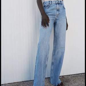 Säljer dessa populära zara jeans som är knappt använda(2-3ggr). De är i storlek 36 och superfina men kommer tyvärr aldrig till användning. Betalning sker via swish och köparen står för frakten! Hör av dig om du är intresserad!