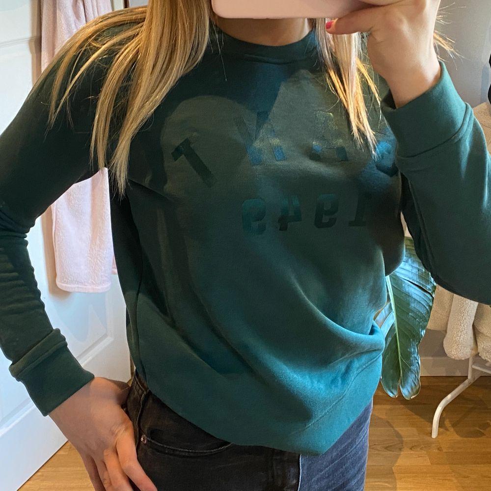 Superfin grön gant tröja/sweatshirt i storlek S🥰🥰 originalpris 500kr. Huvtröjor & Träningströjor.