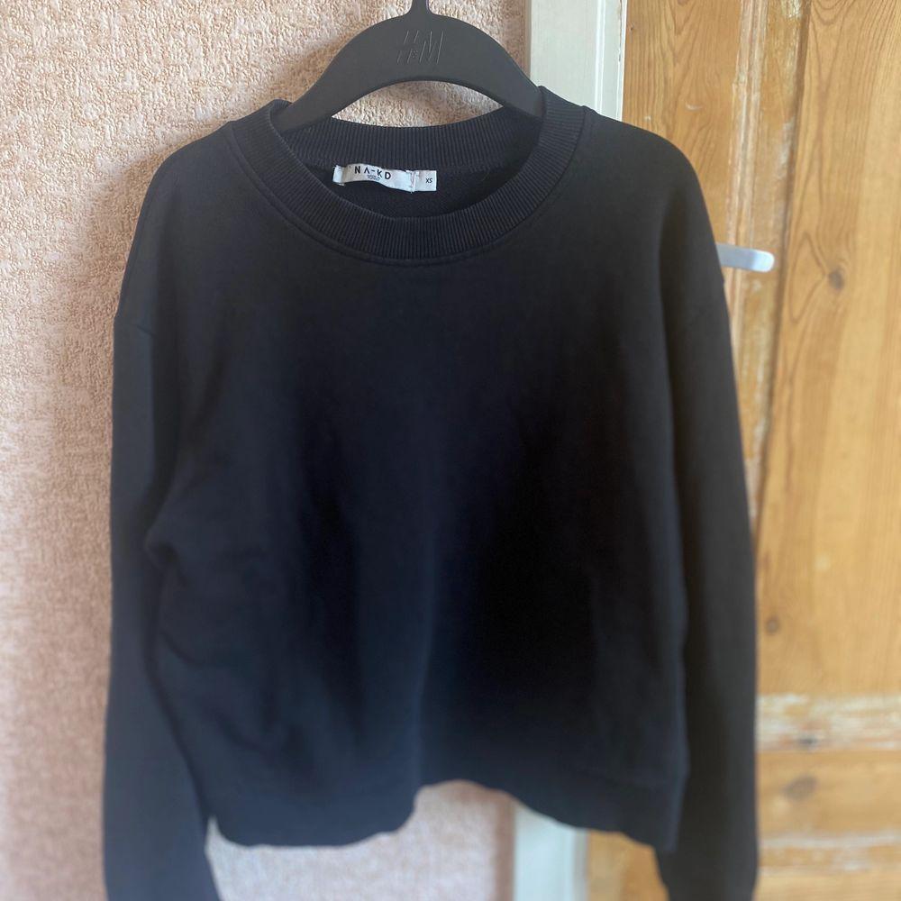 Svart bacis sweatshirt ifrån nakd✨✨. Huvtröjor & Träningströjor.