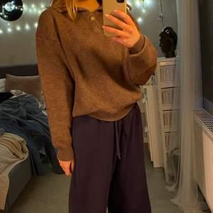 Mysig brun långärmad tröja. Storlek S/M. Andvänd men bra skick.