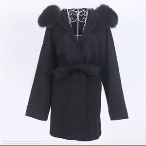 Jätte fin helt ny päls kappa som tyvärr ej var min stil. Hör av er vid intresse så diskuterar vi priset:)
