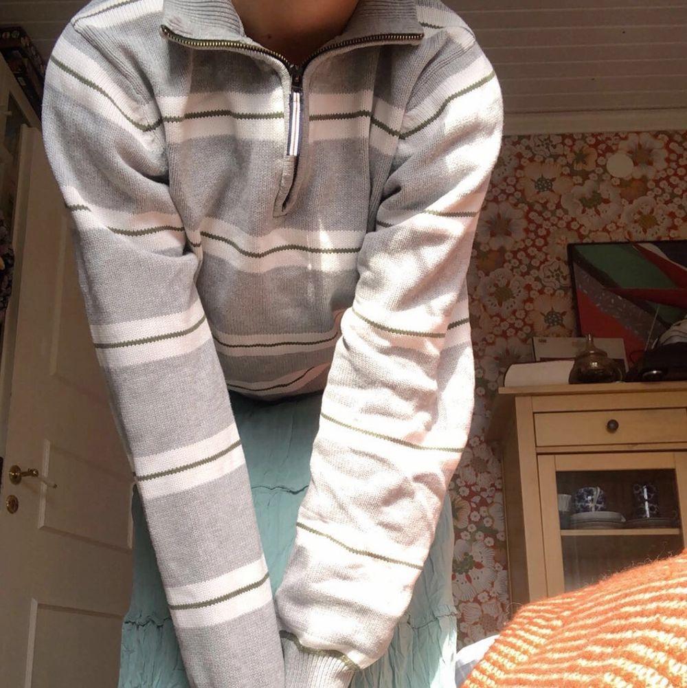 Så söt zip-up hade passat perfekt till en sommarkväll!. Huvtröjor & Träningströjor.