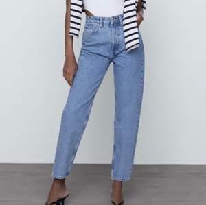 Säljer dessa super fina jeans från zara. Säljer dom då de är för stora i midjan för mig. Aldrig använda
