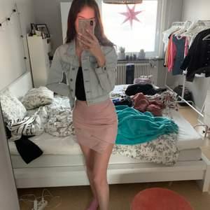 Rosa kjol från ivyrevel, nästan aldrig använd, storlek 36