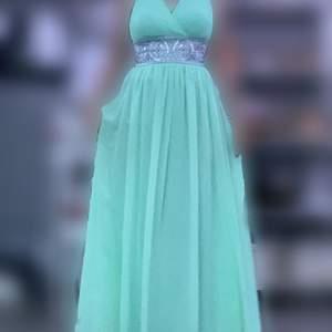 Säljer en klänning som har används bara en gång