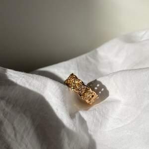 Jätte fina ringar som är så lyxiga! Tror dom passar bara i S just nu men kommer få in i större storlekar i framtiden! 💕 kostar 80kr + 12kr frakt 💕 ❗️man får med andra ringar som surprise❗️