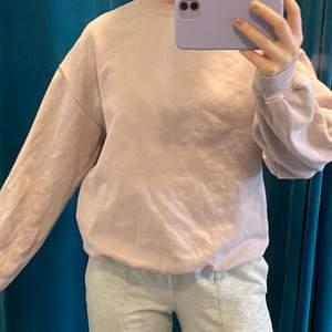 pastell lila sweatshirt i storlek xs, men sitter som S! ✨