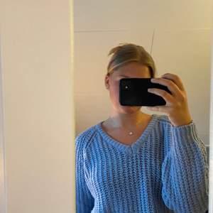Blå stickad tröja från Lager 157. 40 kr + frakt💕