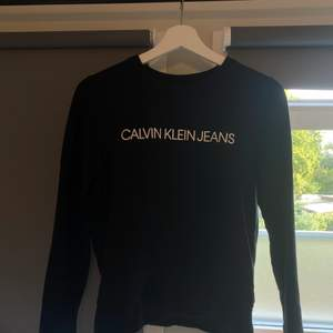 Calvin Klein sweatshirt. Nypris 900kr men säljer för 100kr+ frakt (kan diskuteras). Skriv för mer bilder