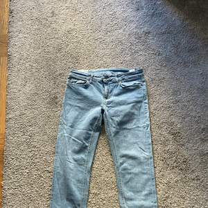 Dondup jeans i skinny modell mid/lowrise
