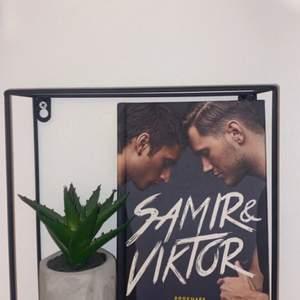 Säljer denna boken med Samir och Viktor som jag läst en gång. Boken är som ny💞 köparen står för frakten
