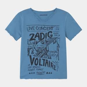 Avslutas på söndag!Funderar på att sälja min jättepopulära Zadig t-shirt! Detta är endast en intressekoll, säljer alltså bara för bra bud❤️ Buda från 350kr! (Tredje bilden är från min syrras tiktok med min tröja) Bud: 500kr