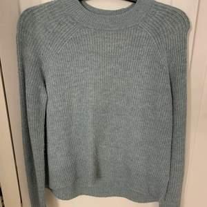 Blå stickad tröja. Jätteskön men kommer inte till användning mer. 😜