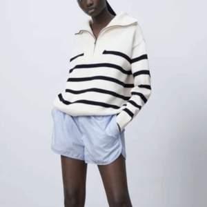 Säljer denna slutsålda populära, randiga tröja från zara. Skriv vid intresse 🥰
