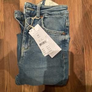 Helt nya jeans från Gina Tricot  i modellen Hedda: det är skinny jeans och de formar rumpan. Stl 32 dvs XXS/XS