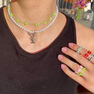 Handgjorda smycken @secondjewleryshop på instagram - Priser från 20-100kr (Ringar, Armband, Halsband)