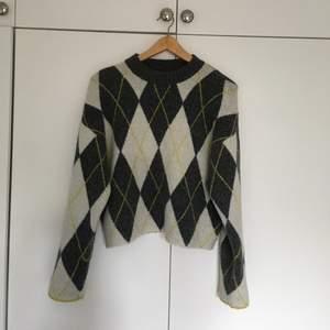 Snygg cardigan i rutigt mönster, såå skönt material och jättebra kvalite! Storlek xs men oversized modell:) Köparen står för frakt💕