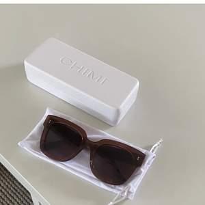 Säljer nu mina jättefina chimi solglasögon i 008 Brun!💞       ❌högsta bud 650kr❌