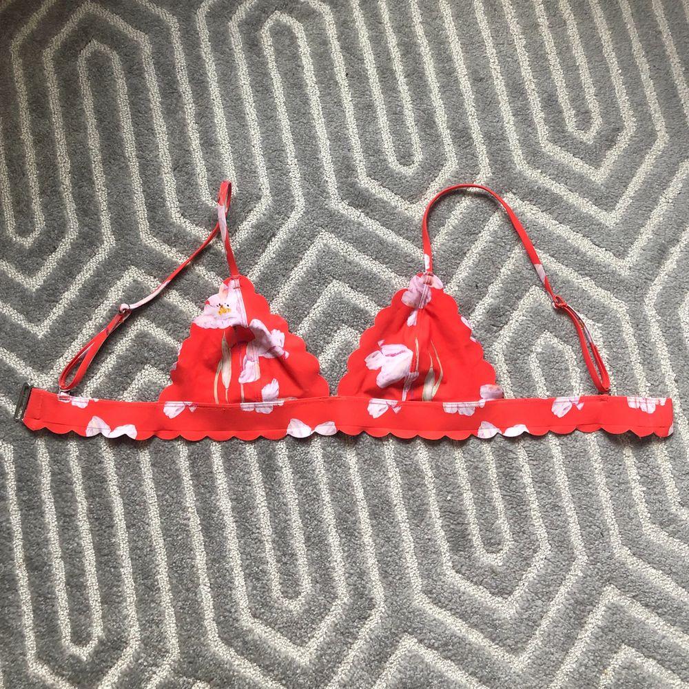 Så söt bikiniöverdel från h&m i storlek 36. Köparen står för frakt!💕. Övrigt.