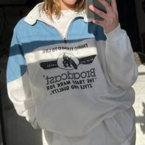 Vintage tröja. Aldrig sett någon likadan. Jättefin, men kommer inte till användning längre och söker därför nytt hem 💖 skulle säga att den passar xs-m