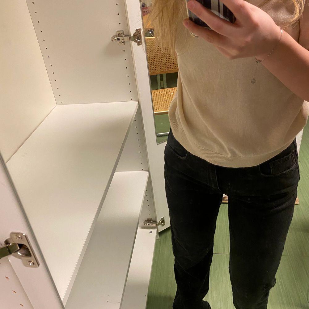 Även dessa pull and bear jeans, där jag sytt ihop slitsen💕. Jeans & Byxor.