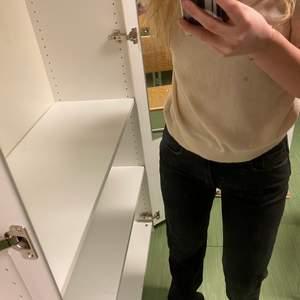 Även dessa pull and bear jeans, där jag sytt ihop slitsen💕