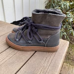 Superfina Inuikii skor i storlek 39! Sparsamt använda under vintern 2020, säljes pga fel storlek för mig. Köparen står för frakt:)