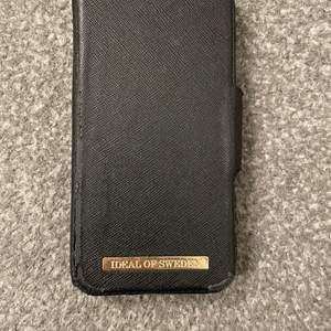 Ideal of sweden plånbokskal, du kan plocka av skalet och istället använda en mobilring som också är från ideal of sweden