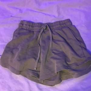 Ett par shorts aldrig använda.