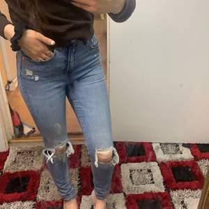 Säljer ett par fina jeans! Använda Max 4 gånger så ganska nya ❤️möts bara upp