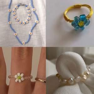 Hej! Jag och min kompisar har funderat på att starta ett litet företag med handgjorda smycken! Vi hade tänkt att vi skulle göra liknade grejer som är på bilderna men undrar om folk skulle vara intresserade. Och vad ni är mest intresserade av eller ge oss tips. Är du intresserad följ oss på Instagram by.etbe . Skriv gärna till mig privat också och säg vilka/vilken av smyckena ni hade velat att vi gjorde så vi vet vad ni skulle vilja ha. Verkligen sommar smycken som man kan ha till allt!!