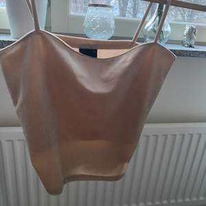 Ett silkes linne i storleken S aldrig andvänt💞