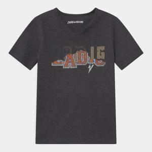 Säljer denna as snygga zadig tshirt som knappt är använd. Skriv för egna bilder💖