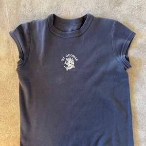 Snygg t-shirt från brandy melville i one size.