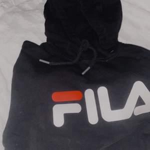 En fila hoodie i fint skick😀 Storlek S, knappt använd:)