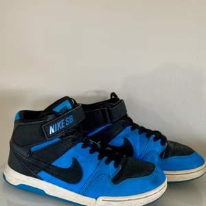 Säljer dessa fett snygga sneakers från Nike som tyvärr är förstora för mig. Storlek 38,39. 🙌🏻🙌🏻