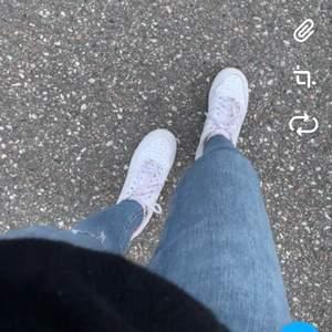 Jättefina jeans från Bik Bok💜jag är 1,64 cm