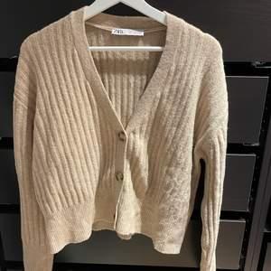 Slutsåld tröja från zara som tyvärr inte kommer till användning.