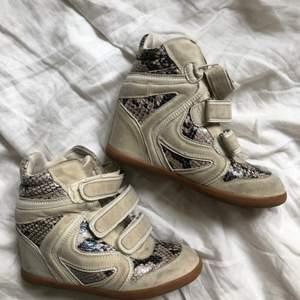 Skor som är isabel marant inspirerade! Det är bara att skicka ett meddelande vid intresse och frågor 💘