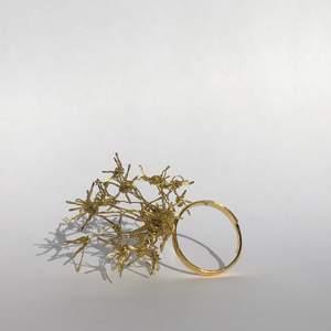 Handgjord ring som finns i både silver och guld. Kostar 150kr där 25% går till organisationen Maskosbarnen. Ringen är justerbar och borde passa de flesta!