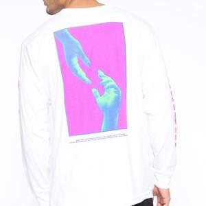 Jag säljer en så sjukt snygg tröja som aldrig kommit till användning, jätte bra skick. I storlek small. Hoppas den kommer till användning hos någon annan istället, skriv för mer bilder!