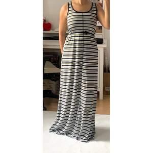 Säljer denna klänning, aldrig använt den. Skriv vid intresse!