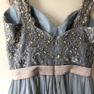 En så himla fin balklänning, passar en som är runt 165 cm 💕 använd en gång, frakten ingår i priset
